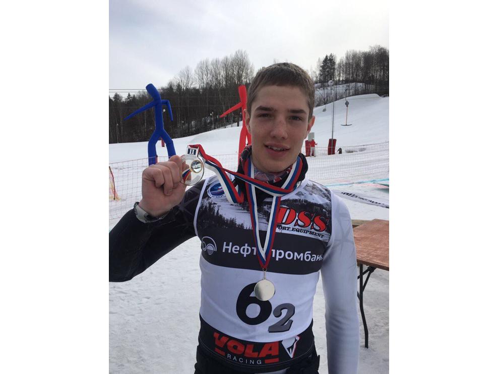 Дмитрий Терентьев стал серебряным призером чемпионата России по горнолыжному спорту в составе сборной Петербурга