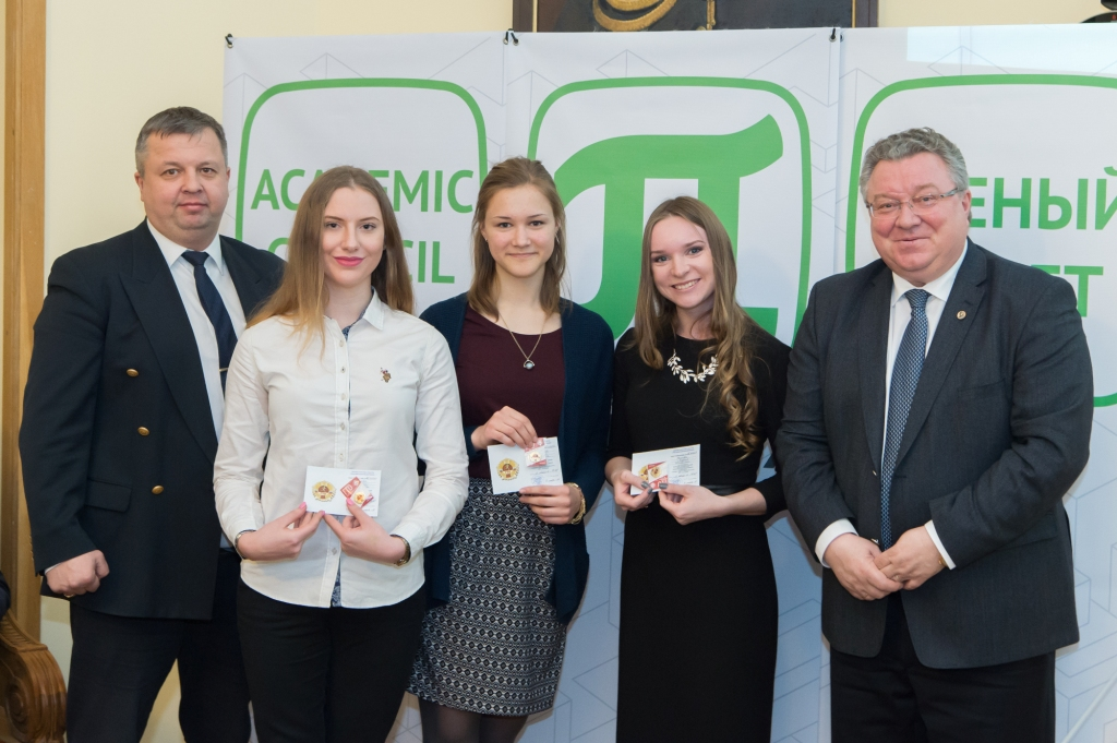 Ректор торжественно поздравил обладателей первых золотых знаков ГТО среди политехников