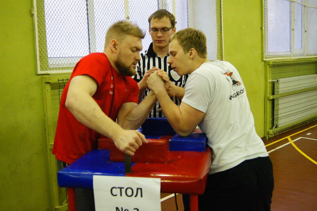 Политехники стали лучшими на чемпионате Санкт-Петербурга по армрестлингу среди ВУЗов