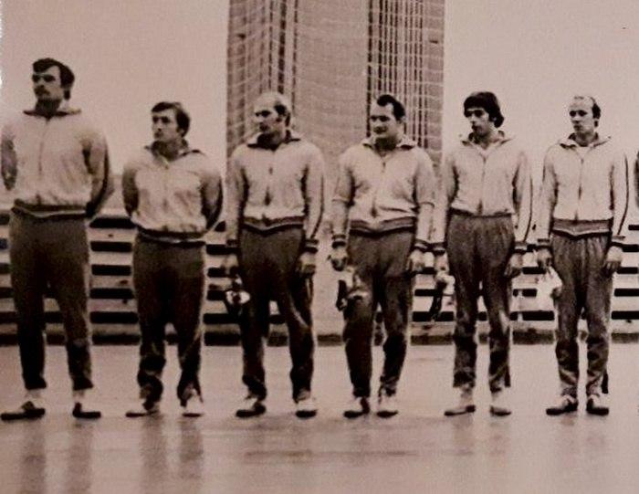 Юрий Климов второй слева