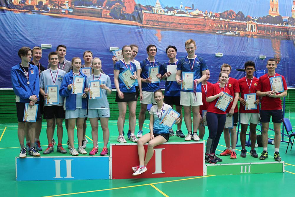 Сборная по бадминтону взяла серебро на Чемпионате ВУЗов Санкт-Петербурга!